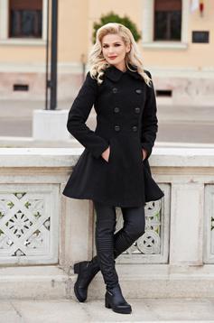 palton negru in clos
